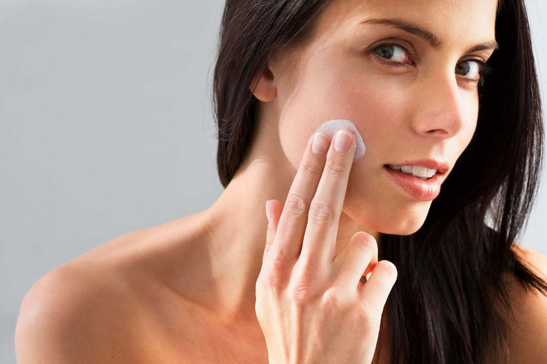 Should you go for a skin moisturizing cream in UAE?