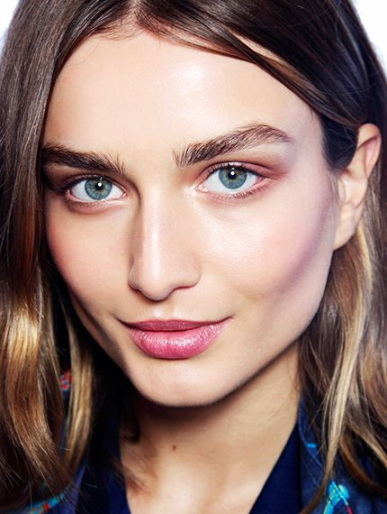 5 Hacks for Perfectly Shaped Eyebrows
